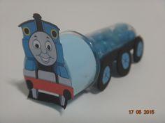 Mini tubete decorado de Trem Thomas. <br>* as balinhas não acompanham o produto