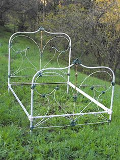 old antique iron bed - gorgeous! Antique Iron Beds, Wrought Iron Beds, Antique Metal, Iron Headboard, White Headboard, Headboards, Cast Iron Beds, Metal Bunk Beds, Brass Bed