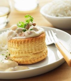 creamy chicken a la king, vol-au-vent - Philippe Desnerck/Photolibrary/Getty Images Chicken Vol Au Vent Recipe, Pastry Recipes, Cooking Recipes, Creamy Chicken, Diced Chicken, Appetizer Recipes, Appetizers, Food And Drink, Yummy Food