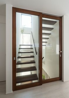 Diy home decor Tiny House Stairs, Stairs In Living Room, Room Door Design, Window Design, Modern Staircase, Staircase Design, Dream Home Design, House Design, 10 Marla House Plan