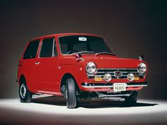 Vintage Cars Honda / This design changed little, if at all, for over a decade Classic Japanese Cars, Classic Cars, Funny Looking Cars, Mini Car, Honda Jazz, Cute Cars, Honda Logo, Honda Civic, Cars And Motorcycles