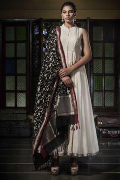 Are you researching for punjabi clothes such as indian punjabi suits Anarkali Dress, Pakistani Dresses, Indian Dresses, Indian Outfits, Indian Clothes, Cotton Anarkali, Saree Gown, Lehenga Saree, Indian Attire