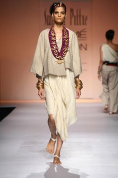 Suhani Pittie at Lakme Fashion Week Summer? India Fashion Week, Lakme Fashion Week, Japan Fashion, Runway Fashion, Street Fashion, Ethnic Fashion, African Fashion, Indian Bridal Fashion, Western Dresses