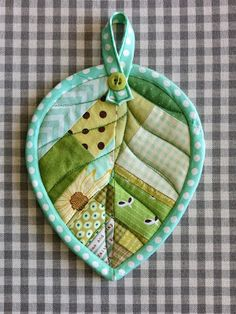 Quilted Leaf Potholders Are So Easy to Make! - Quilting Digest Quilted Leaf Potholders Are So Easy to Make! Mug Rug Patterns, Potholder Patterns, Quilt Patterns, Small Sewing Projects, Sewing Projects For Beginners, Sewing Crafts, Sewing Tips, Sewing Tutorials, Patchwork Quilting