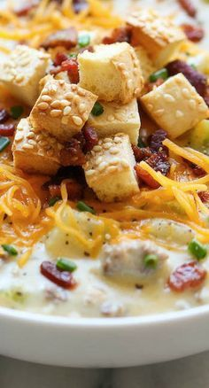 Cheeseburger Soup Recipe ~ All the flavors of a cheeseburger in a creamy, comforting soup, topped with crisp bacon and hamburger bun croutons!