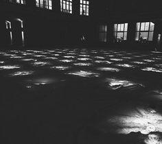 #bw #blackandwhite #b&w #berlin #square #light #composition #pattern #window #grid #office #night #dark #snow #winter #berlinbynight #citybynight #insta_bw #bwmasters