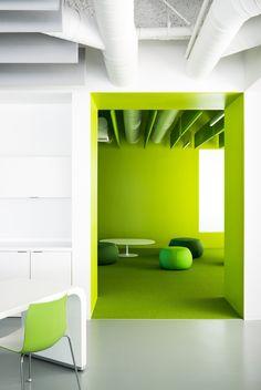 un bel espace collaboratif conçu part Garcia Tamjidi Architecture Design. Cool Office Space, Office Workspace, Office Decor, Cozy Office, Design Commercial, Commercial Interiors, Corporate Interiors, Office Interiors, Architecture Design