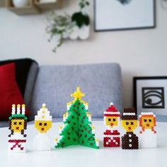 Hama Beads Patterns, Beading Patterns, Christmas Diy, Merry Christmas, Christmas Ornaments, Bridesmaid Gifts Unique, Christmas Activities For Kids, Ornament Crafts, Perler Beads
