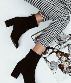 Look Fashion, Fashion Shoes, Winter Fashion, Fashion Outfits, Womens Fashion, Winter Stil, Black Ankle Boots, Black Booties Outfit, Shoes Boots Ankle