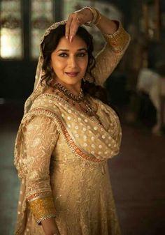 Résultat d'images pour Madhuri dixit Divas, Madhuri Dixit Hot, Anarkali, Saree, Rani Mukerji, Preity Zinta, Karisma Kapoor, Beautiful Bollywood Actress, Colin Firth