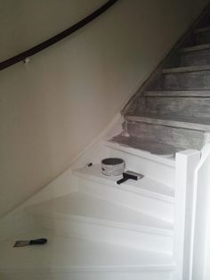 Betonlook verf / Effect Paint - Soft Grey - - - Meest Populair! Stair Renovation, My Dream Home, Industrial, Sweet Home, New Homes, Stairs, Living Room, Interior, House