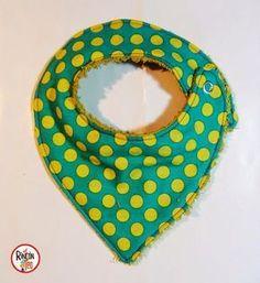 El Rincón de Teo: Tutorial DIY Babero Molon! Cómo hacer un Babero paso a paso, patrón gratuito! Fabric Patterns, Sewing Patterns, Bandana Bib Pattern, Diy And Crafts, Arts And Crafts, Baby Sewing Projects, Sewing Tips, Baby Store, Baby Bibs