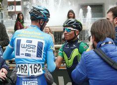 Raúl Alarcón (1º ) y Nairo Quintana ( 2°) se saludan en la meta de Oviedo.