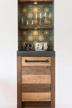 Oud eiken landelijke keuken : landelijke Keuken door RestyleXL Liquor Cabinet, Modern Design, Doors, Storage, Furniture, Inspireren, Kitchen Ideas, Brick, Home Decor