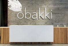 Cashwrap, reception desk floating white, raw concrete, reclaimed wood