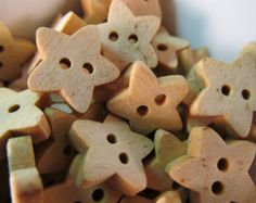 25 Mini Star Buttons- 13mm- Wood Childrens Kids Buttons- Cute Sewing- Scrapbooking- Jewelry Making- Crafts