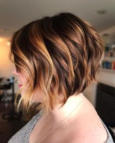 60 Layered Bob Styles: Modern Haircuts with Layers for Any Occasion - Aktuelle Damen Frisuren Short Choppy Bobs, Short Blonde Bobs, Short Layered Haircuts, Wavy Bobs, Modern Haircuts, Boy Haircuts, Pixie Haircuts, Short Cuts, Medium Layered Bobs