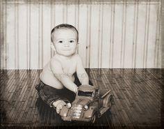baby boy 9 months old picture ideas Newborn Session, Newborn Photos, Baby Boy Photography, Photography Ideas, Twin Baby Boys, Milestone Pictures, Boy Photo Shoot, Monthly Baby Photos, Baby Boy Baptism