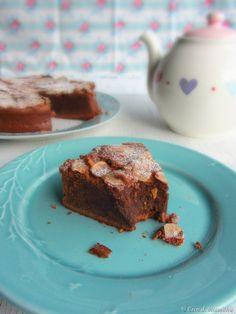 Bolo de chocolate, avel� e tonka
