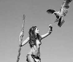 Érase una vez una mujer que erotizaba con el alma, hasta las águilas cuando volaban, en ella, en sus brazos, el vuelo terminaban.