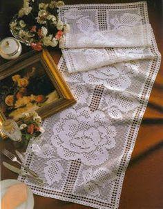 crochet home: Table Runner- fillet crochet Filet Crochet Charts, Crochet Motif, Crochet Doilies, Knit Crochet, Crochet Table Runner, Crochet Tablecloth, Thread Crochet, Crochet Scarves, Crochet Edgings