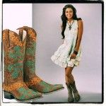 Best Cowboy Boots For Women by Cristina, the cowgirl of Texas. I have listed the TOP 5 cowboy boots for you to make your choice easy Best Cowboy Boots, Western Riding Boots, Horse Riding Clothes, Mens Hawaiian Shirts, Dinner Outfits, Lifestyle Trends, Bff Pictures, Casual, How To Wear