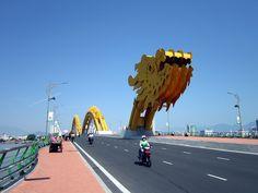 Ý NGHĨA CHIẾC CẦU RỒNG ĐÀ NẴNG  Là một trong những biểu tượng nổi tiếng của thành phố Đà Nẵng, ý nghĩa cây cầu Rồng Đà Nẵng không chỉ riêng về việc kết nối giao thông mà còn mang nhiều hàm ý về sự phát triển kinh tế, văn hóa, xã hội và đặc biệt là hình ảnh của một Đà Nẵng vươn xa.