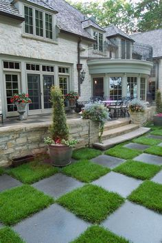 love the checkerboard grass and the planter columns