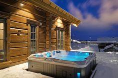 Hafjell - Eksklusiv og eventyrlig tømmerhytte fra 2016 med spektakulær utsikt - Ski inn & ut alpint og langrenn - Meget høy og påkostet standard med moderne og tekniske løsninger - 10 soverom - Dobbel garasje i u etg - Egen leilighet i U.etg. | FINN.no Wooden Cabins, Jacuzzi, Tub, Villa, Real Estate, Interior, Outdoor Decor, Pool Spa, Home Decor