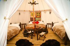 Warwick Castle medieval 'glamping' scheme given go ahead by district council planners - CoventryLive Family Glamping, Camping Glamping, Luxury Camping, Cosy Camping, Family Tent, Viking Tent, Renaissance Furniture, Warwick Castle, Tent Decorations