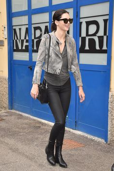 Pin for Later: Kendall Jenner Walks Chanel . and Officially Wins Paris Fashion Week . and Proved That Her Effortless Style Is Global While walking around Milan, she continued with her classic, edgy, laid-back look. Kendall Jenner Outfits, Kendall And Kylie, Kylie Jenner, Model Street Style, Street Style Looks, Fendi, Korean Fashion, Fashion Outfits, Fall Outfits