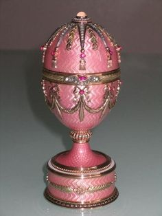 Russian Jeweled Gold Fabergé egg Circa First Quarter of the 20th Century