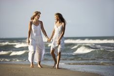 Mother and daughter walking. Caucasian mother and pre-teen girl walking on beach , Funny Beach Pictures, Beach Photos, Florida Pictures, Family Pictures, Mother Daughter Pictures, Mom Daughter, Picture Poses, Picture Ideas, Photo Ideas