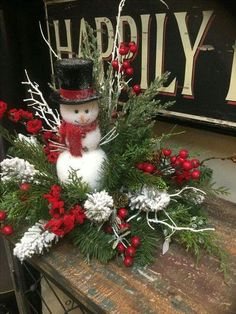 Home Decorating Style 2019 for 50 Luxury Rustic Christmas Decorations and Wreaths Ideas, you can see 50 Luxury Rustic Christmas Decorations and Wreaths Ideas and more pictures for Home Interior Designing 2019 at Homeoo. Christmas Flower Arrangements, Christmas Table Centerpieces, Christmas Flowers, Gold Christmas, Rustic Christmas, Christmas Time, Christmas Wreaths, Christmas Decorations, Centerpiece Ideas