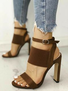 Tremendous Leather Shoe Ideas 9 Alert Clever Tips: Chanel Schuhe Beige Gucci Schuhe Zitate. Hot High Heels, Platform High Heels, Womens High Heels, Ankle Strap Heels, Ankle Straps, Cute Shoes, Me Too Shoes, Shoes Pic, Shoes Style