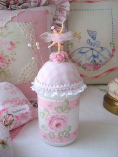 so pretty.   What a beautiful pin cushion, don't you just love pink roses and ballerinas