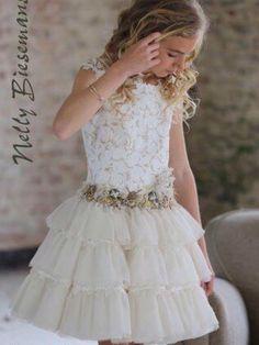 Nelly Biesemans communiekleding 2016 bij the kids corner in Nazareth Little Dresses, Little Girl Dresses, Pretty Dresses, Girls Dresses, Flower Girl Dresses, Princess Dresses, Little Girl Fashion, Kids Fashion, Communion Dresses
