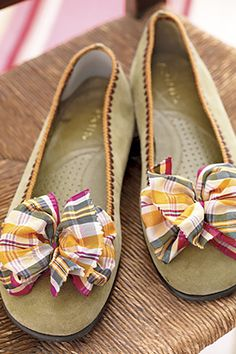 Ribbon Shoescountryliving Cosmo And Wanda, Ribbon Shoes, Bow Shoes, Shoe Makeover, Easy Homemade Gifts, Diy Gifts, Diy Mothers Day Gifts, Mother's Day Diy, Everyday Shoes