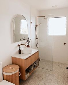 Small Bathroom Interior, Bathroom Design Small, Bathroom Storage, Interior Design Living Room, Small Bathroom Ideas, Small Bathroom Inspiration, Simple Bathroom, Small Bathrooms, Bathroom Styling