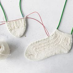 English/Deutsch Vreeni Socks are worked toe up with the magic loop method toe up to the cuff. The stitches are picked up with a double-sides cast on. Vreeni Socks have a pretty and simple lace pattern. The heel is shaped with short rows (boomerang heel), but can be replaced by any other heel that is worked bottom up. Vreeni has a short leg and can be worked with or without the ruffles. Difficulty ●●●●○ Sizes 36/37 (38/39) 40/41 Magic Loop, Short Legs, Circular Needles, Stockinette, Needles Sizes, Dusty Pink, Pearl White, Crochet Bikini, Ruffles