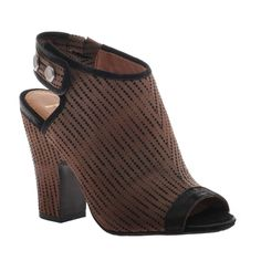 """NICOLE:Layla in Amazon