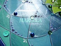 Mandala em acrílico com tons de azul, verde e verde náutico. Diâmetro médio de 45cm.