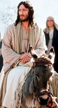 """Robert Powell as Jesus in 1977's """"Jesus of Nazareth"""""""