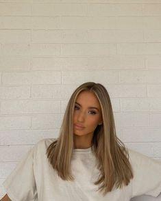 Blonde Hair Looks, Blonde Hair With Highlights, Brown Blonde Hair, Light Brown Hair, Dark Blonde, Blonde Honey, Medium Blonde, Light Hair, Medium Hair