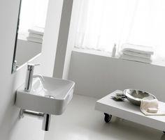 Lavabo mini Alicante, de porcelana y sobre encimera, sin rebosadero y con opción de ir en pared. Referencia: 0036P Medidas: 435x290x100 mm