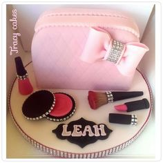Make-up bag cake