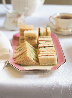 Recette 5 idées de garniture pour sandwichs à thé de Ricardo. Recette de sandwichs pour lunch. Choix de garnitures : poulet froid émincé, fines tranches de pomme verte, mayonnaise ; truite fumée, cresson, beurre.