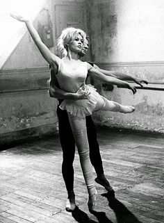 vintage everyday: Beautiful Black and White Photos of Brigitte Bardot as a Ballerina