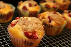 streusel muffins more strawberries cheesecake strawberries muffins ...