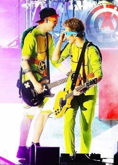 Michael Clifford and Luke Hemmings performing in Miami, FL - Oct. 5